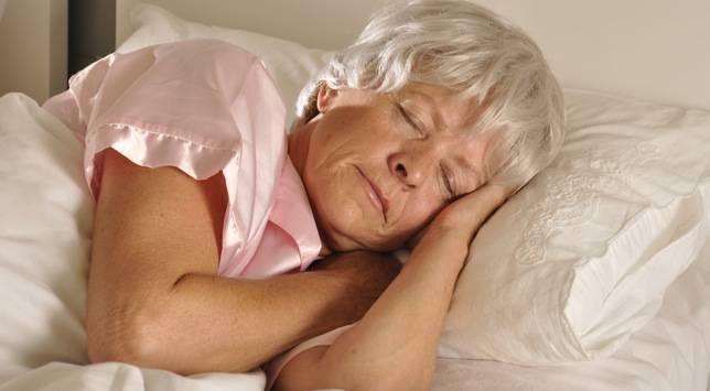 Mucho sueño en personas mayores durante el día puede ser un marcador del Alzheimer